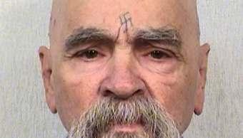 Charles Manson, líder de una secta de asesinos; reportan que fue hospitalizado