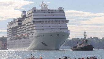 los grandes cruceros pasan por venecia