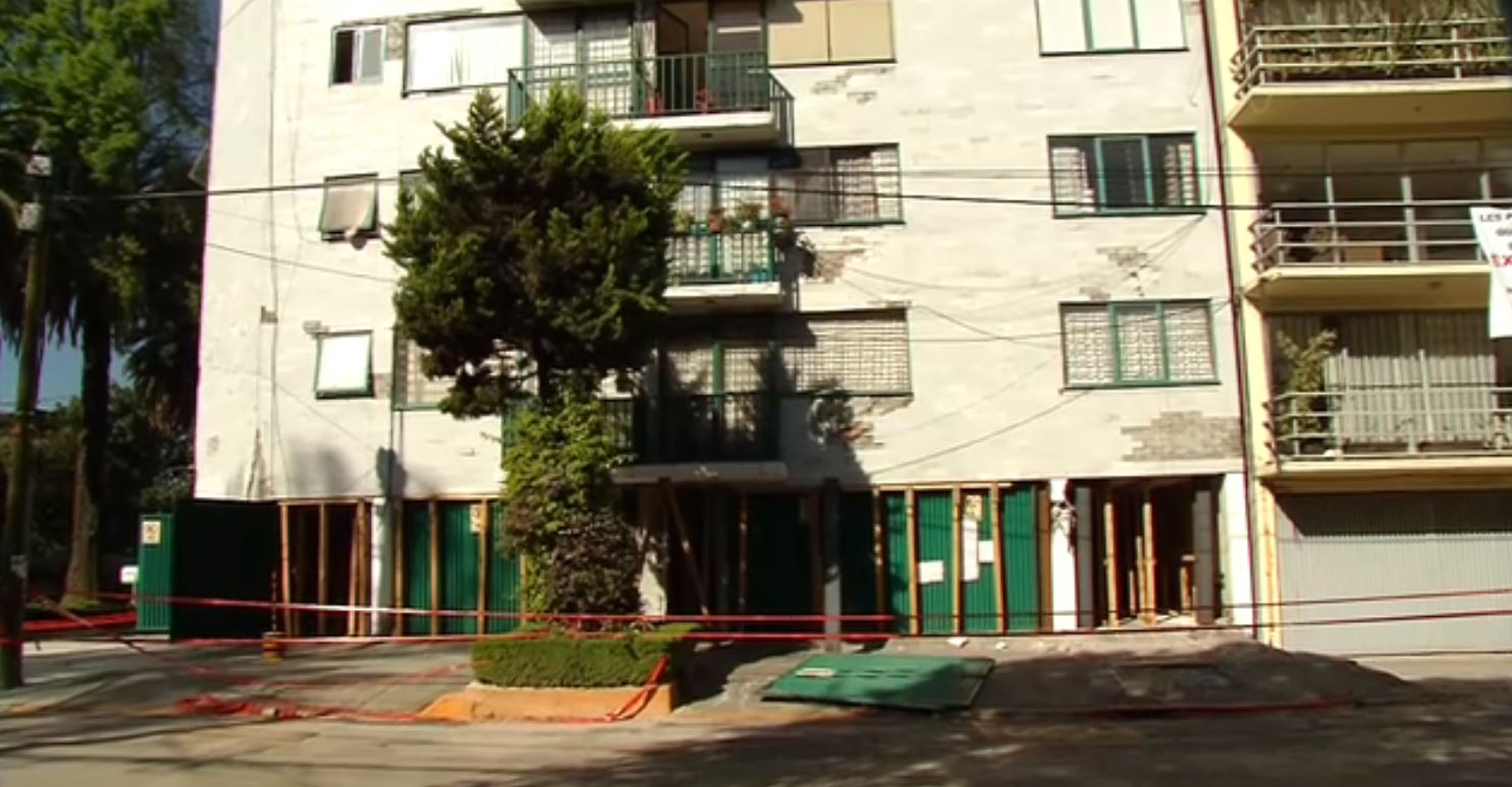 Damnificados por sismo bloquean vialidades en CDMX
