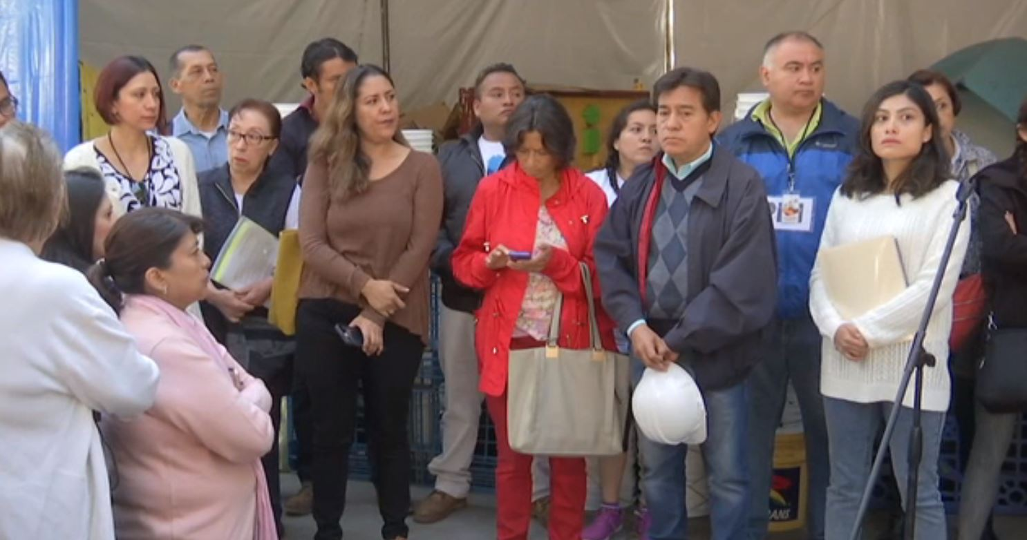 Damnificados por sismo protestan y bloquean vialidades en CDMX