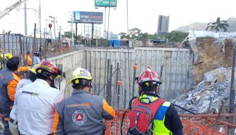 Reportan un muerto y dos desaparecidos por derrumbe en Monterrey