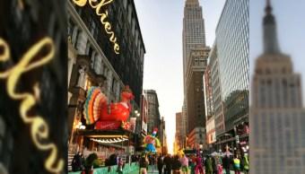 Día de Acción de Gracias reúne a familias estadounidenses en desfile