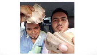 Despiden a funcionario de Acapulco tras fotografía con fajos de billetes
