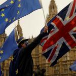 Detractores del Brexit se manifiestan frente al Parlamento británico en Londres