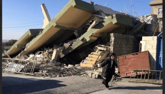 Edificio dañado por terremoto en la región de Darbandiján, Irak