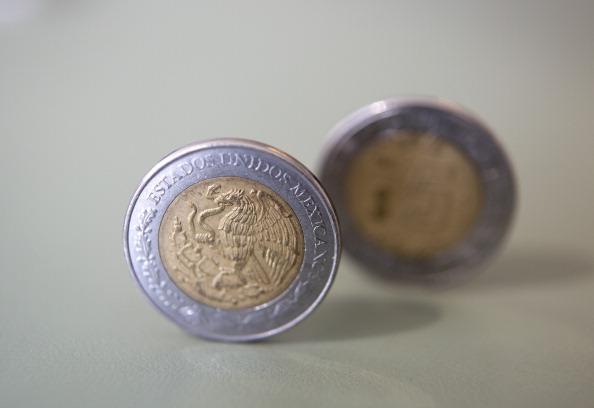 Dólar gana terreno, cotiza por encima de los 19 pesos