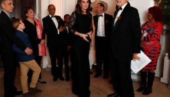 Kate Middleton presume sus cuatro meses embarazo