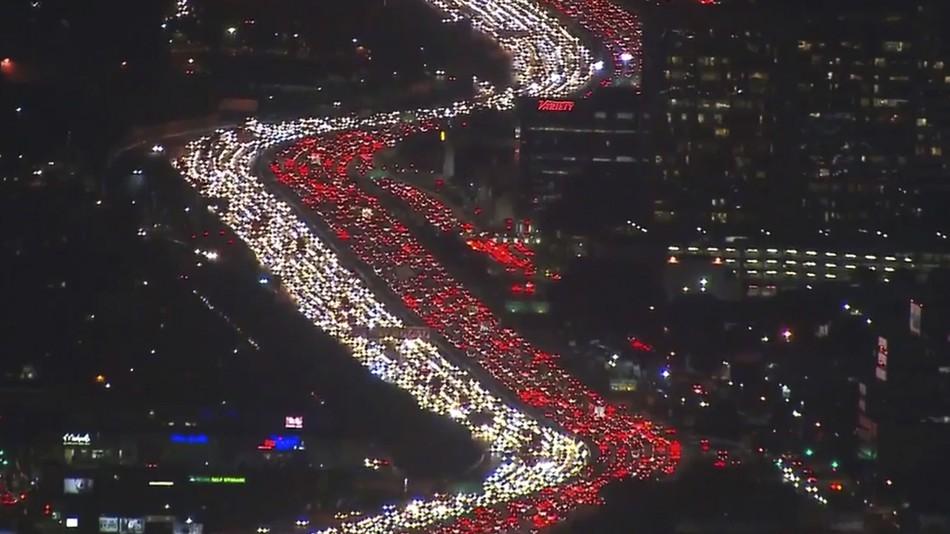 Impresionantes imágenes del tráfico en Los Ángeles por