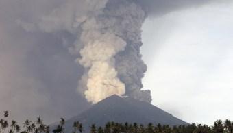 Cierran aeropuerto Bali inminente erupción volcán Agung
