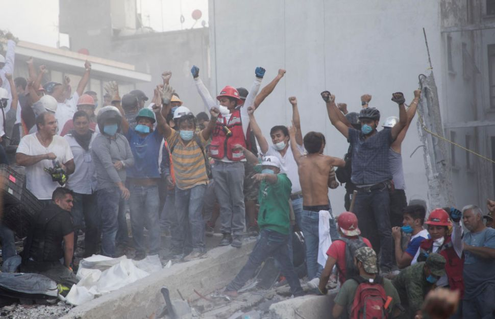 Voluntarios después del sismo del 19 de septiembre