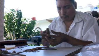 Habitantes de San Andrés Tuxtla, Veracruz, elaboran puros de manera artesanal