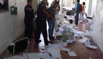 Presuntos normalistas vandalizan oficinas del IEEPO