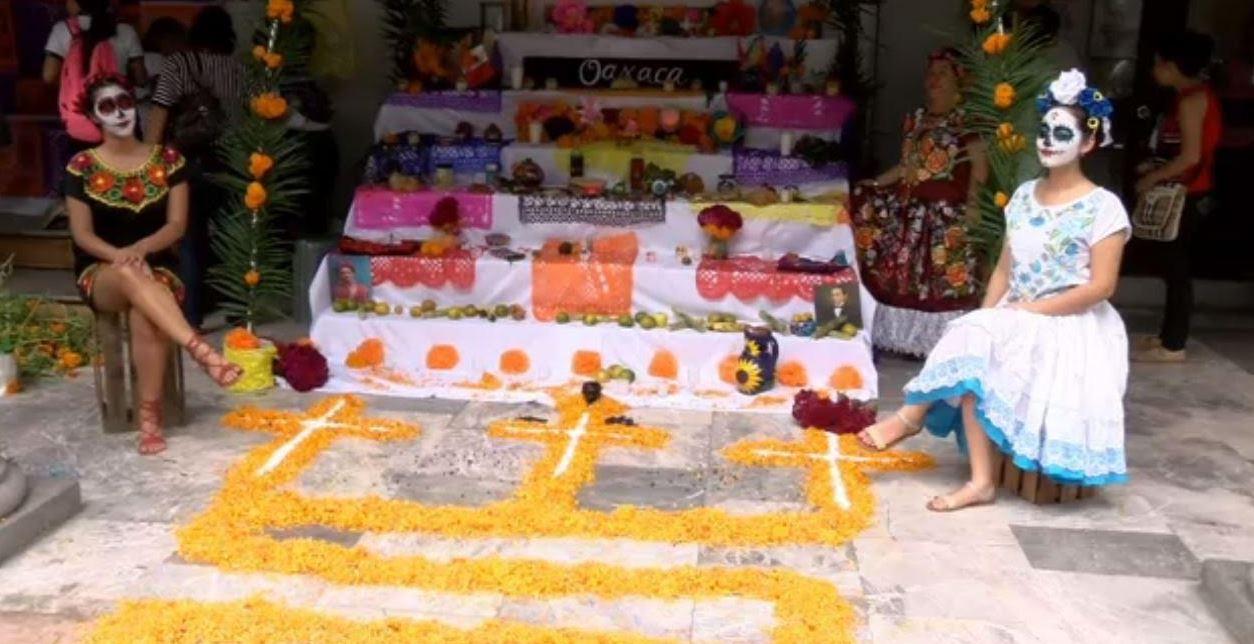 Jóvenes de 23 escuelas participan en exposición de alteres y tapetes