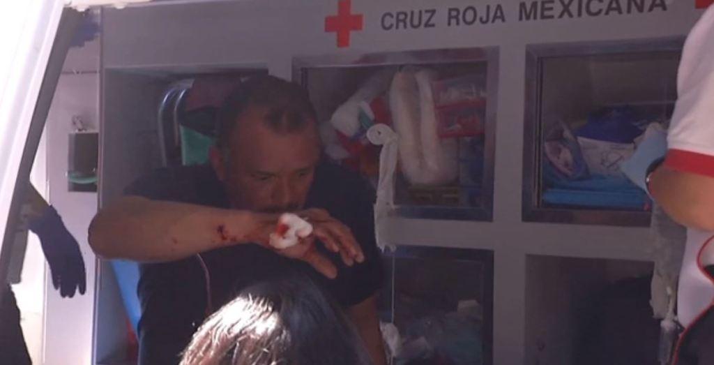 Manifestantes lanzan petardos a granaderos en Chivatito