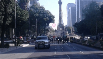 Manifestantes marchan sobre Paseo de la Reforma