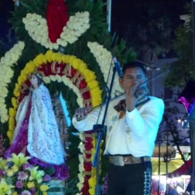 Mariachis cantan a Santa Cecilia, patrona de los músicos, en la CDMX