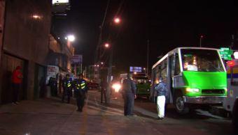 Microbús atropella a mujer policía en la CDMX