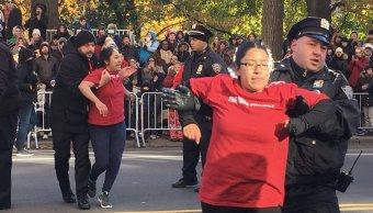 Migrantes mexicanos interrumpen desfile acción gracias NY