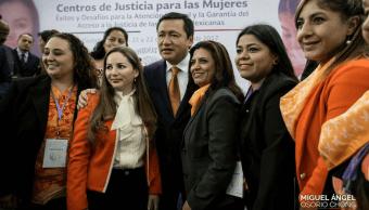 Osorio Chong ofrece ampliar Centros de Justicia Mujeres
