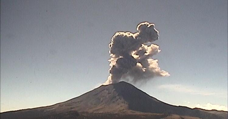 Fumarola del domingo del Popocatépetl