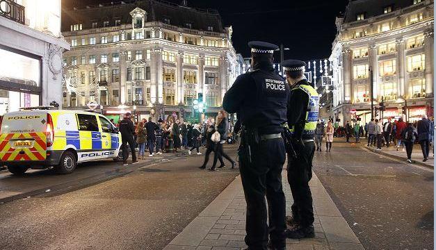 Libres sin cargos dos sospechosos de crear pánico en Oxford Circus
