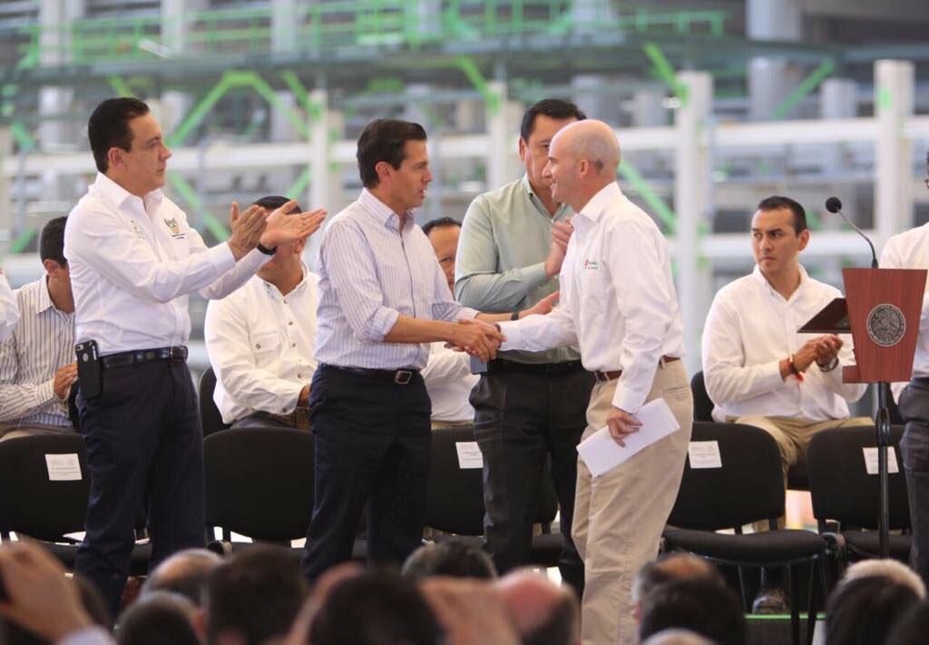 Anuncia Peña Nieto descubrimiento de nuevo yacimiento de petróleo