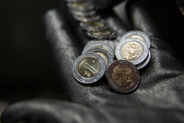 El peso mexicano se deprecia frente al dólar