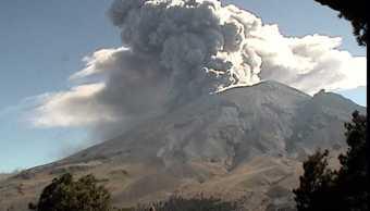 volcan popocatepetl lanza ceniza sobre puebla
