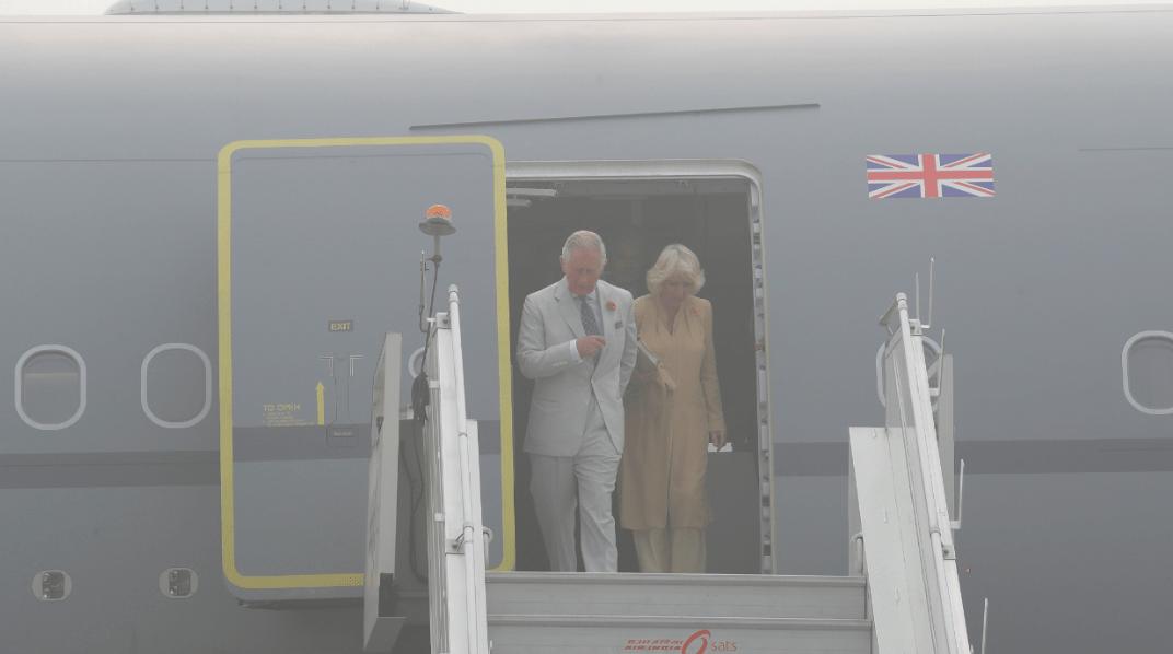 El príncipe Carlos y Camila visitan Nueva Delhi en medio de contaminación