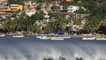 Turistas disfrutan de fin de semana largo en playas oaxaqueñas