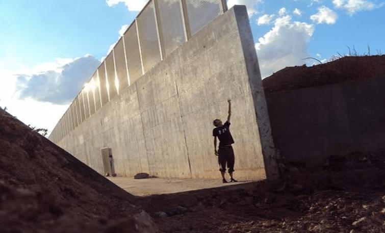 Compran un trozo de frontera para evitar el muro de Trump
