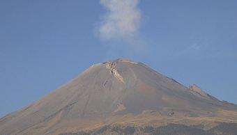 El volcán Popocatépetl emite 708 exhalaciones de baja intensidad acompañadas de vapor de agua y gas; el semáforo permanece en Amarillo Fase 2. (Twitter/@Popocatepetl_MX)