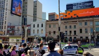 detienen conductor arrollo peatones melbourne australia