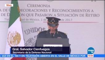 Entregan condecoraciones y reconocimientos a generales en retiro