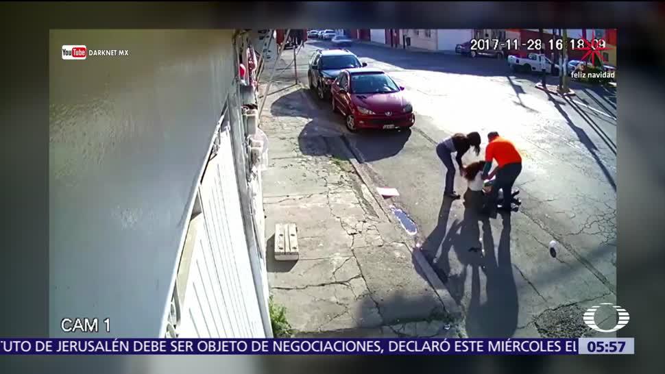 Cable se atora en camión y jala a una niña en Puebla