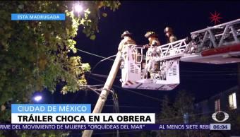 Tráiler daña cables de teléfono en la colonia Obrera, CDMX