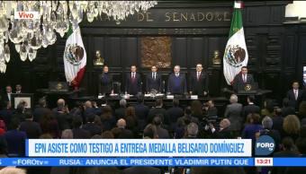 Julia Carabias recibe la Medalla Belisario Domínguez en el Senado