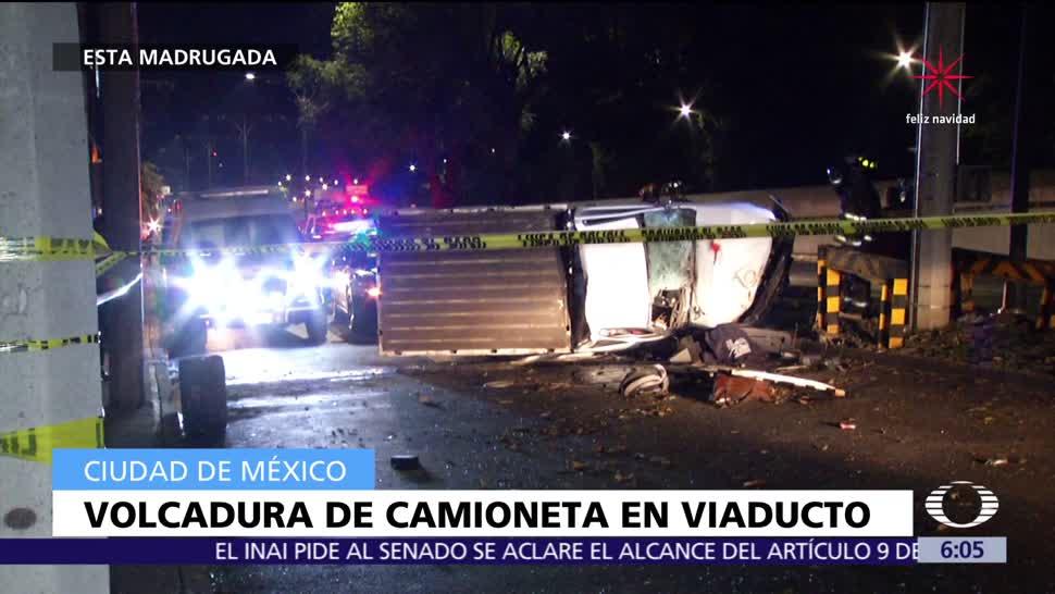 Volcadura en Viaducto deja un muerto y dos lesionados