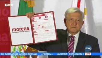 López Obrador se registra como precandidato de Morena a la Presidencia
