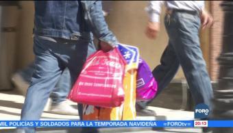 Cientos de personas realizan compras de última hora previo a Navidad