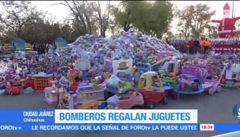 Bomberos de Cd. Juárez regalan juguetes a niños