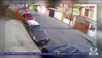 Roban auto a joven tras salir de su casa en Ecatepec, Edomex