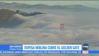 Espesa neblina cubre el puente Golden Gate