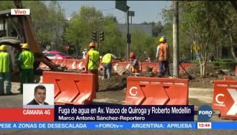 Fuga de agua en Vasco de Quiroga y Roberto Medellín, CDMX