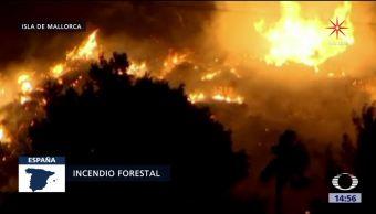 Incendio forestal en la isla de Mallorca desplaza a 60 familias