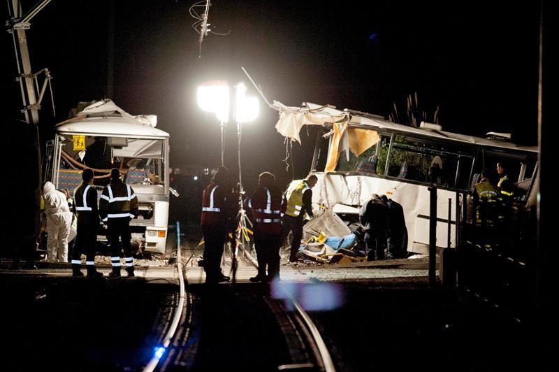 Tren arrolla autobús escolar, 4 niños muertos y 19 heridos — Francia
