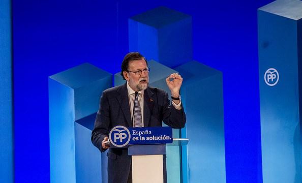 Rajoy ofrece diálogo al nuevo Gobierno catalán dentro de la Constitución