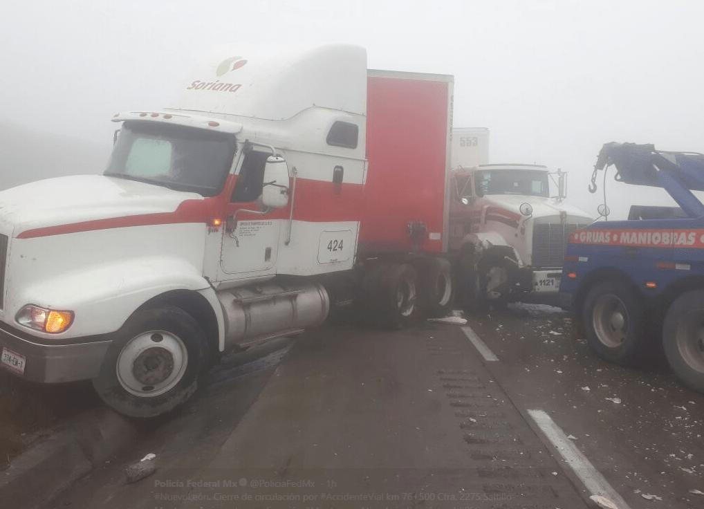 Cierran autopista a Saltillo tras accidente