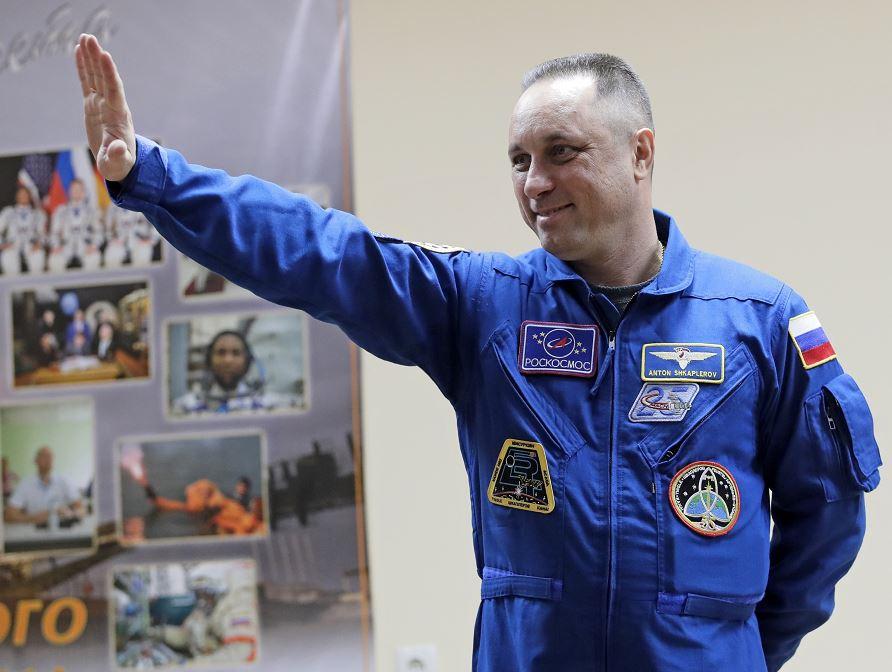 Un cohete Soyuz despega hacia la ISS con tres astronautas a bordo