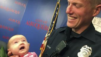 Policia_Adopta_Bebe